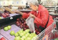 Retailers draw seniors by making deals