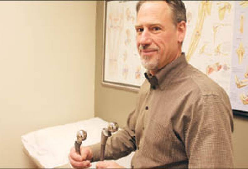 Orthopedic surgeon tests new hip-replacement device